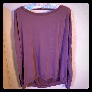 Tops - Comfy mauve shirt with open back